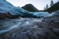 Ледник посреди гор
