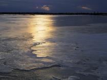 Закат на апрельском болоте.
