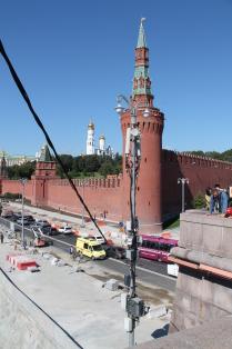 Сотовые антенны на фоне кремля