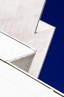 Белое на синем