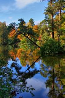 Смотрюсь в озера синии.