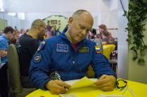 Космонавт-испытатель Олег Артемьев написал диктант