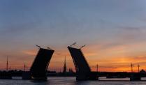 Первый летний рассвет в городе на Неве