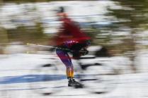 Лыжница на велосипеде