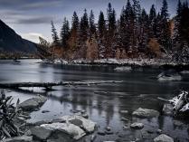 Серая река