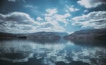 Небо пишет по воде