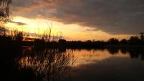 Закат у неизвестного пруда