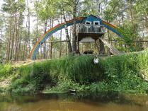 Домик-радуга на реке Нерская