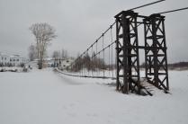 Висячий мост в поселке Сява
