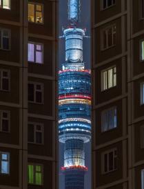 Башня Останкино через спальный район