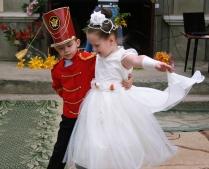 Танец в нашем дворе