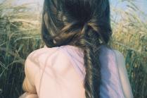 Девочка в поле