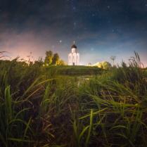 Ночь над храмом Покрова на Нерли.