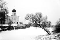 У стен монастыря
