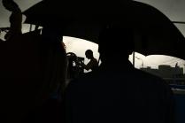 Под зонтом.