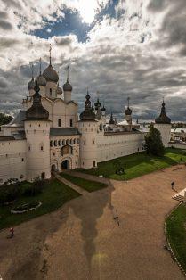 Ростовский Кремль и тень