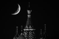 Луна над Собором Покрова Пресвятой Богородицы