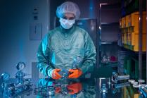 Сотрудник лаборатории. Подготовка к работе.