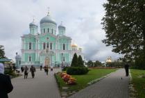 Вид на Свято-Троицкий собор Серафимо-Дивеевского женского монастыря.