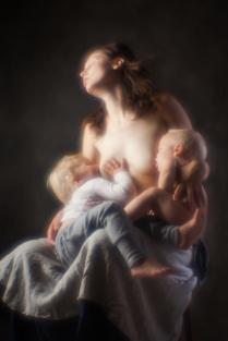 Наташа с детьми