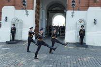 Смена караула у Спасской башни Кремля