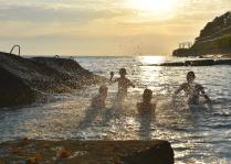 Мальчики и море