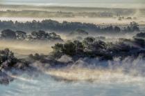 Волны тумана на восходе солнца