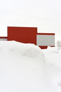 Супермаркет в снегу.
