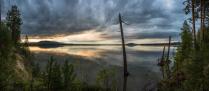 На берегу Ангары. Хмурое небо