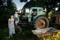 Дети и трактор
