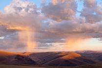 Дождь в закатном свете.