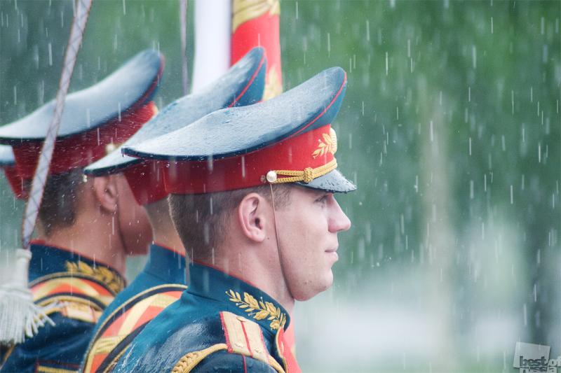 """""""Солдат должен стойко переносить все тяготы и лишения военной службы"""""""