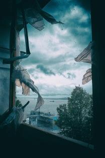 В окне.