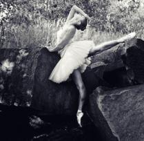 Балерина на скалах