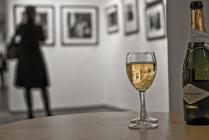 Бокал с вином ты так не пригубила,он сиротливо затерялся на столе.