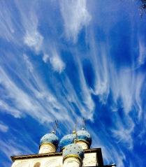 Пролетая над храмом