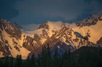 Утренние лучи на Северо-Чуйском хребте
