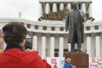 Ленин и туристы