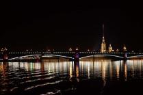 Петропавловская крепость ночью