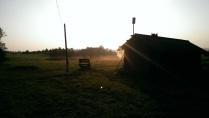 Первые лучи солнца еле сдерживаемые баней