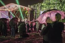 Концерт под дождем.