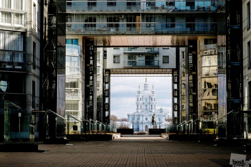 Архитектурные контрасты Санкт- Петербурга .