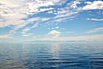 Водная гладь озера Байкал