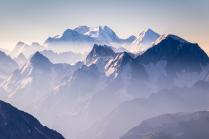 Кавказский горы в дымке