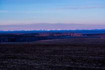 Далекие горы Саяны в лучах восходящего солнца