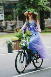 Леди на велосипеде