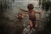 Купание в пруду