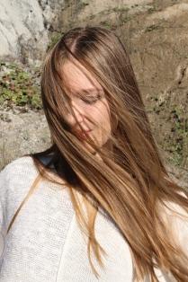 сквозь золото волос