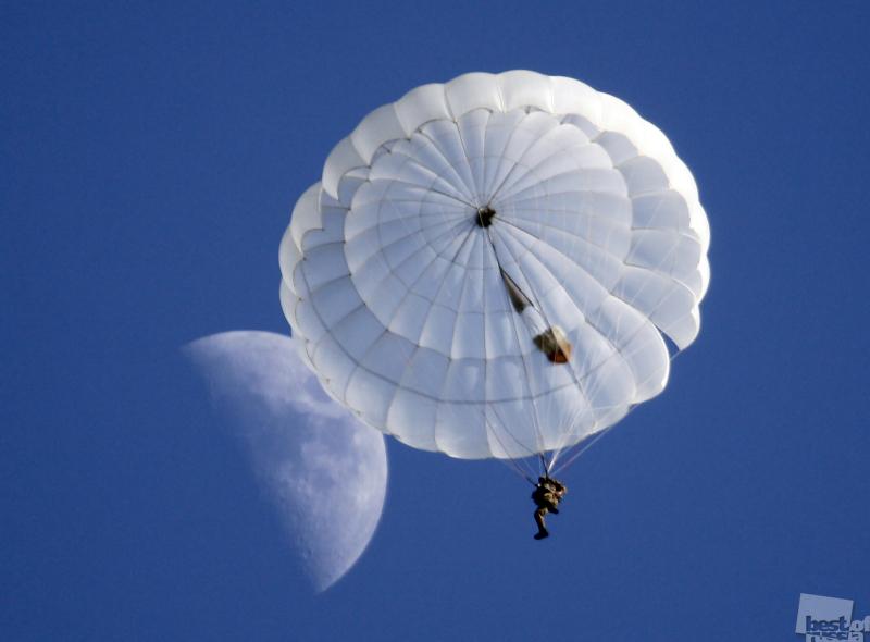 Прыжок с Луны.