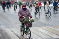 Участница зимнего велопарада